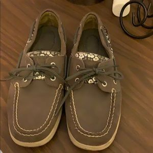 """Silver cheetah on """"griege"""" Sperrys"""